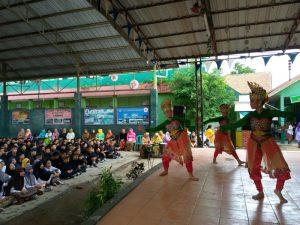 Penampilan Tari dari Siswi SMPN 1 Batujajar saat acara Mieling Basa Indung International