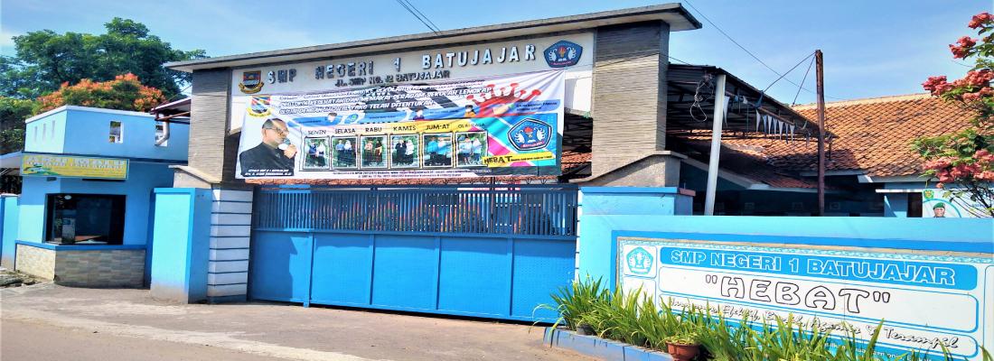 Gerbang Sekolah-3